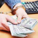 Прокуратура разоблачила и задержала двух чиновников минюста на взятке