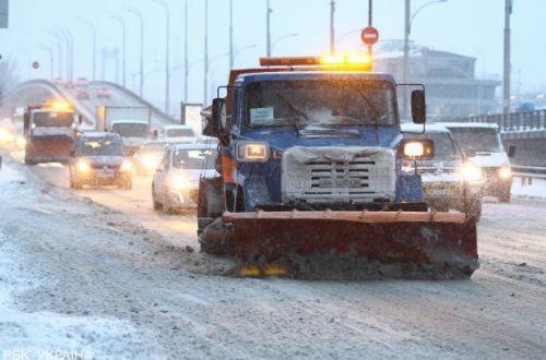 Почти 30 скорых и около 2 тысяч человек пострадали из-за снегопадов в Украине