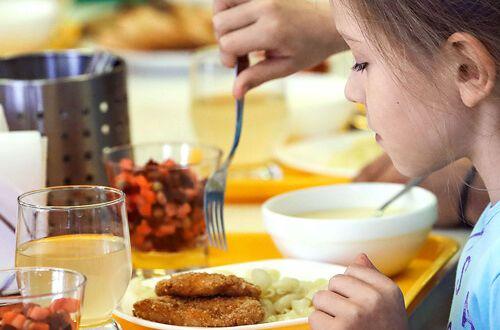 Без цукру та шкідливих снеків. Як змінюється система харчування у школах?