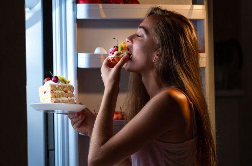 Диетолог развенчал известный миф о вреде питания перед сном