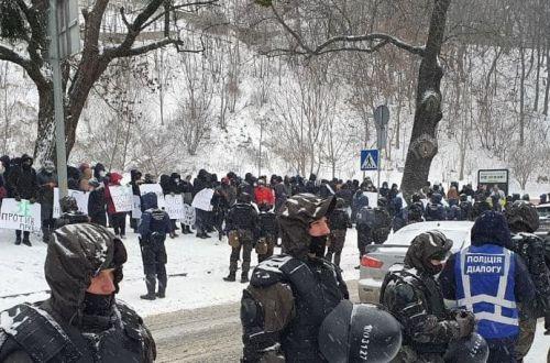 Журналисты закрытых Зеленским каналов вышли на акцию протеста из-за ограничения свободы слова в Украине