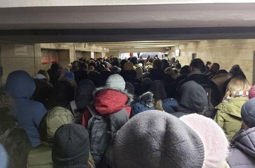 Две станции метро в Киеве встали в пробках: названа причина