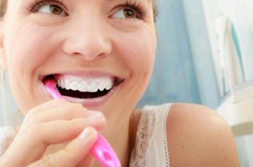 Механическая или электрическая: стоматологи рассказали, какая  зубная щетка лучше