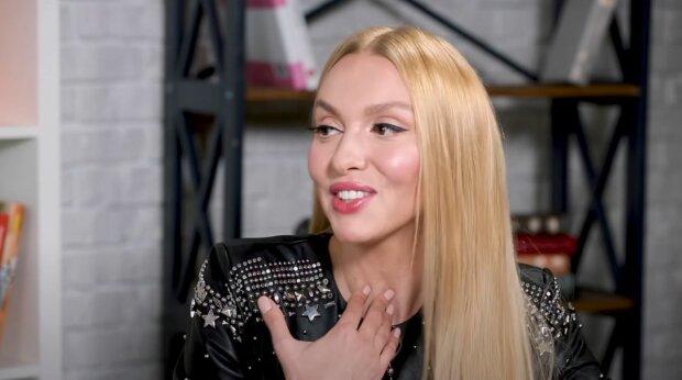Оля Полякова в очередной раз впечатлила размером бюста