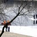 Плавали на льдине: в Киеве чуть не утонули двое мужчин. ВИДЕО