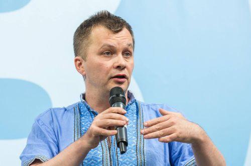 Милованов обвинил украинцев, смотрящих пиратские фильмы, в поддержке страны-агрессора