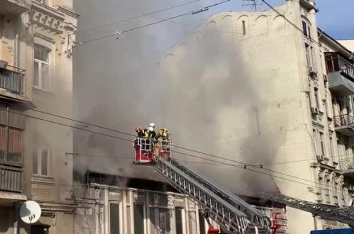 Столицу затянуло едким дымом: горит ресторан