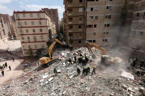 В Египте обрушился 10-этажный жилой дом, есть жертвы. ВИДЕО