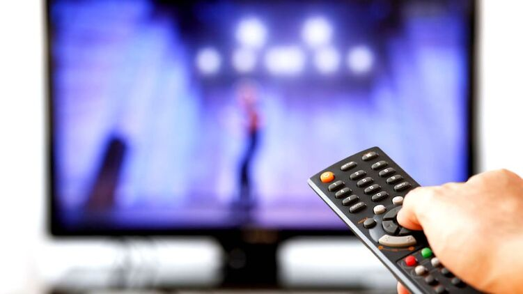 Украинцы могут остаться без любимых телеканалов: что случилось?