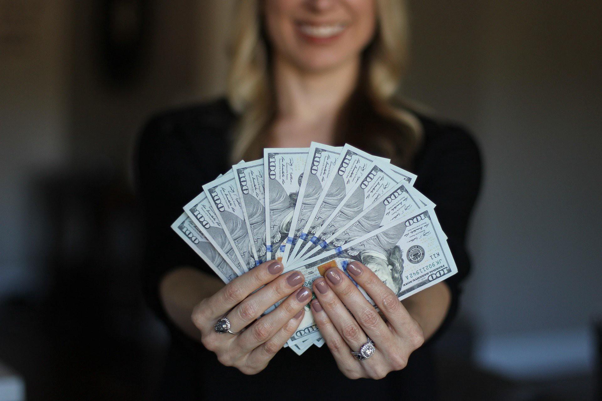 Ученые выяснили, сколько денег необходимо человеку для счастья