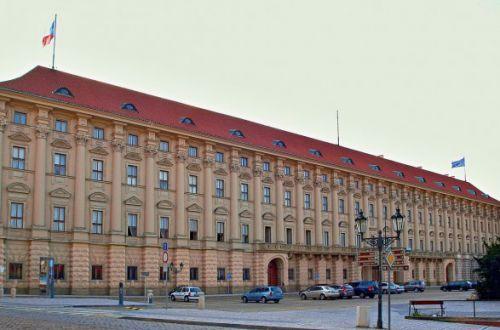 Чехия и Россия уравняют количество сотрудников в посольствах до 32