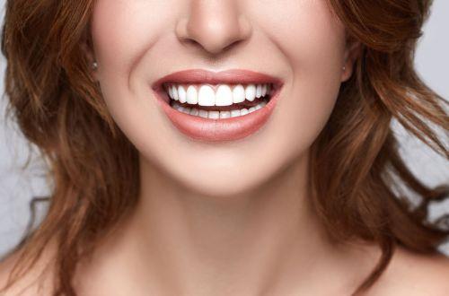 Почему желтеют зубы: пять необычных причин