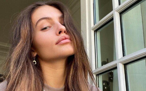 Самая красивая девочка в мире удивила внешностью в топе на завязках