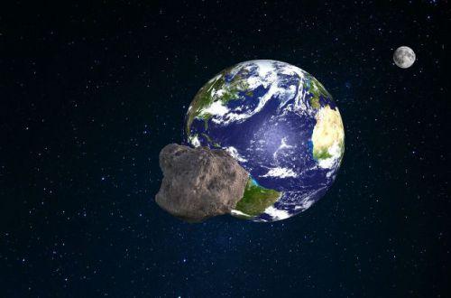 К Земле на огромной скорости летит астероид длиной с футбольное поле