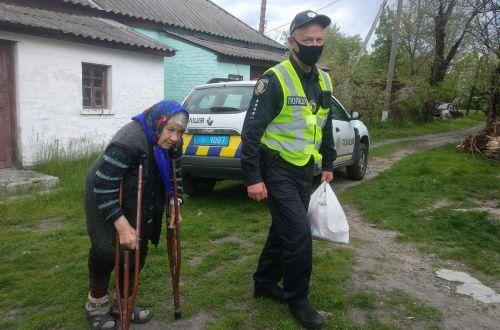 Спасена 90-летняя бабушка: 2,5 часа шла на костылях, чтобы утопиться: подробности личной трагедии