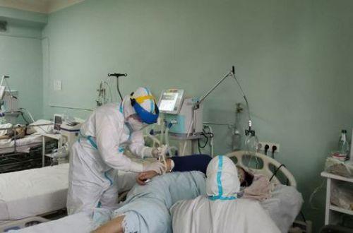 Названы симптомы, которые резко увеличивают риск смерти больного с COVID