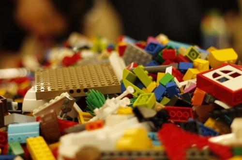 Сомнительное качество: какие игрушки лучше не покупать детям