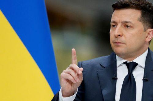 Зеленський хоче зобов'язати чиновників і депутатів декларувати операції з валютою