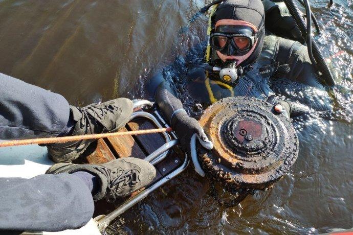 Спасатели нашли мину под мостом в Киеве
