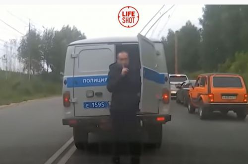 Арестант сбежал от полиции: машина просто застряла в пробке. ВИДЕО