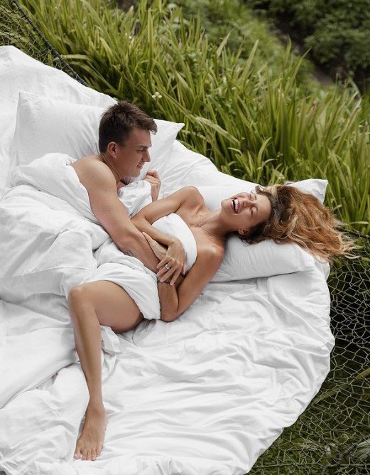 Соцсети обсуждают постельные фото Топалова и Тодоренко