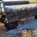 Коммунальщики прицепами вывозят мёртвых медуз с пляжей Кирилловки