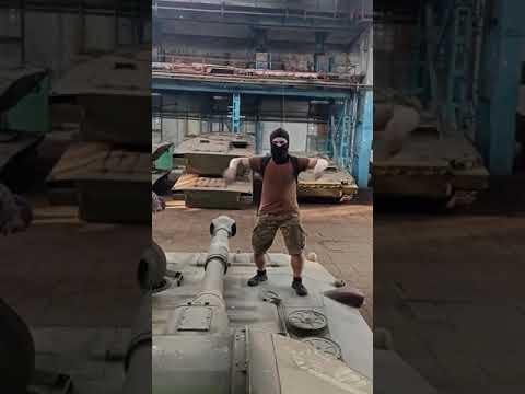 В Харькове тиктокеры проникли на завод с военной техникой. ВИДЕО