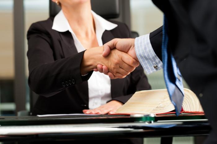 Адвокатские услуги — как выбрать специалиста?